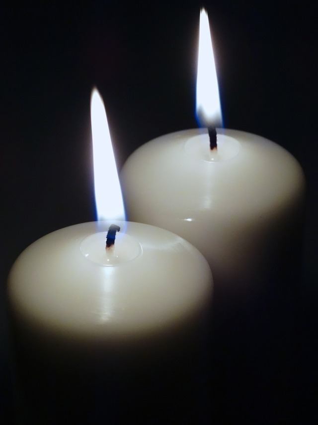 candles-487698_1280