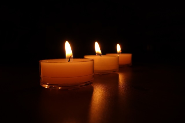 candles-488584_1280
