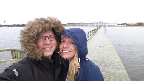 Jag och Angelica på piren utanför Strandbaden Spa i Falkenberg.